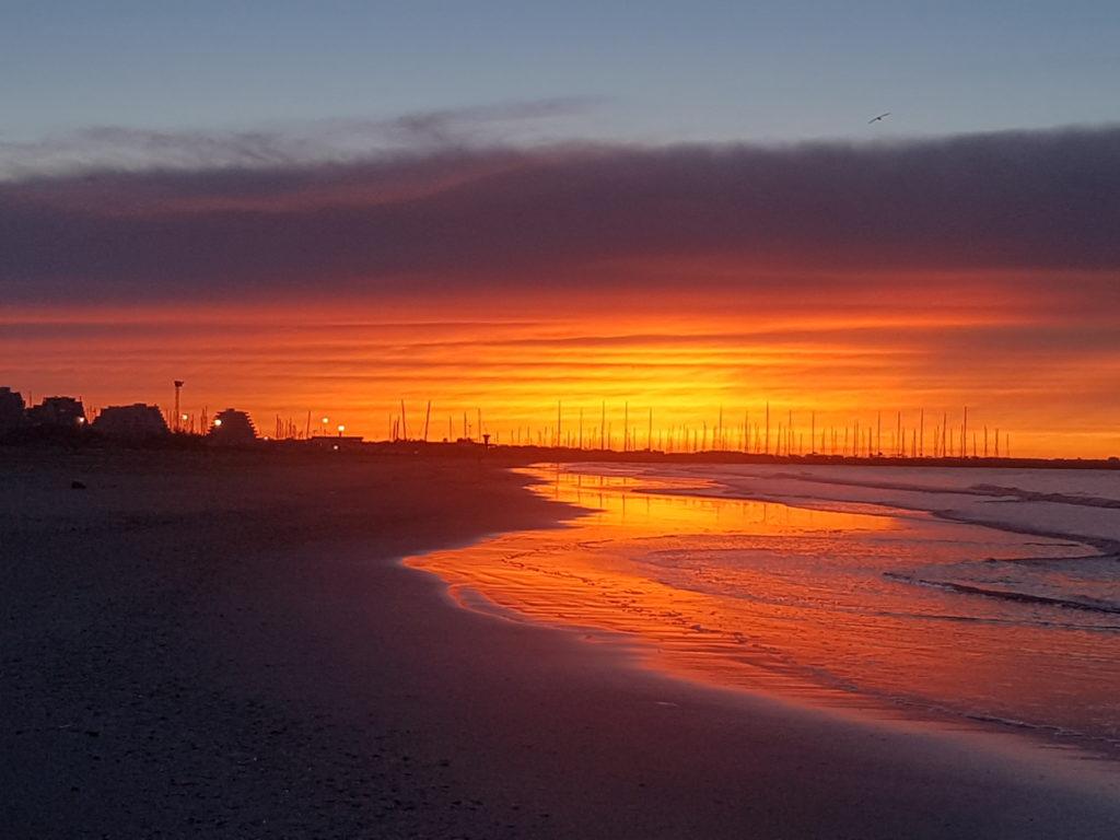Une mer de feu pour un réveil en douceur. Levé de soleil